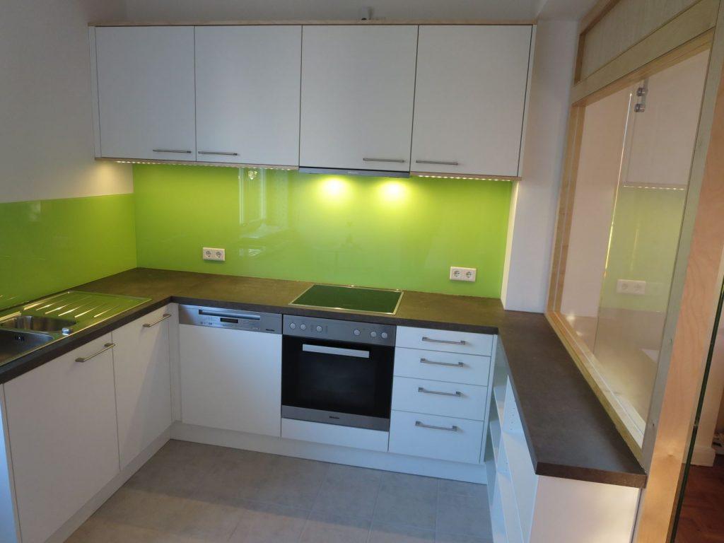 Küche und Glastrennwand mit Schiebetür - HAMBURGER möbel