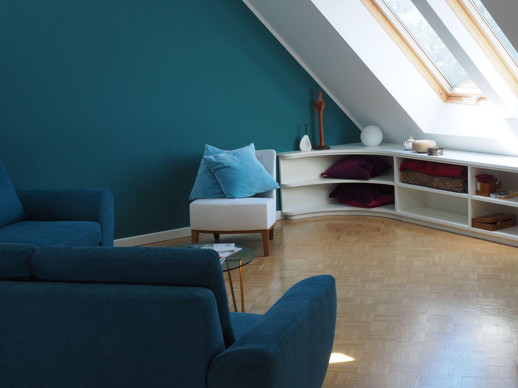 niedriges dachschr genregal hamburger m bel. Black Bedroom Furniture Sets. Home Design Ideas