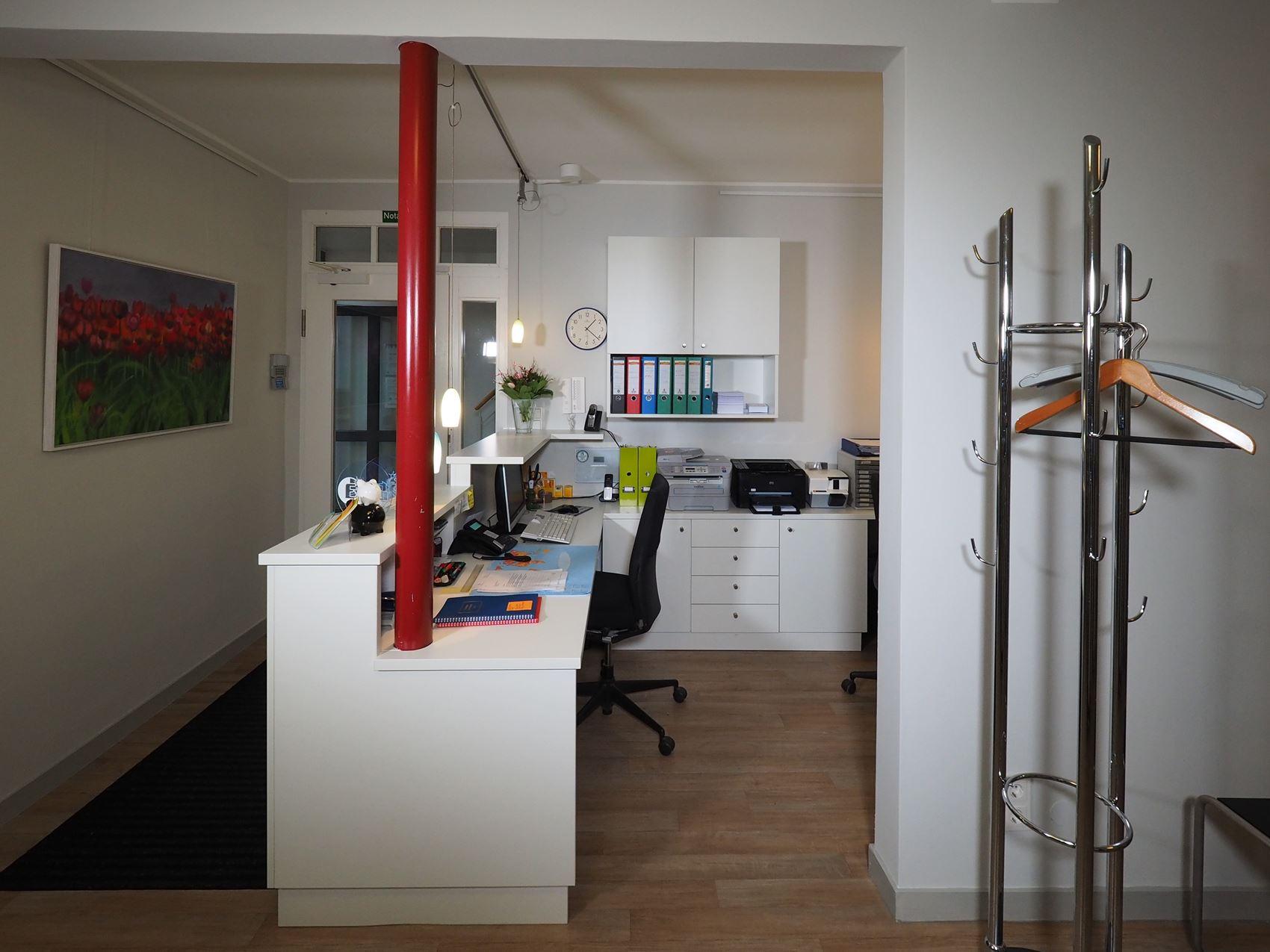 empfangstresen hamburger m bel. Black Bedroom Furniture Sets. Home Design Ideas