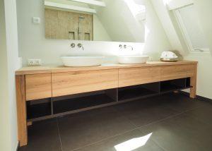 Badezimmer mit Waschtisch für 2 vom Tischler in Hamburg