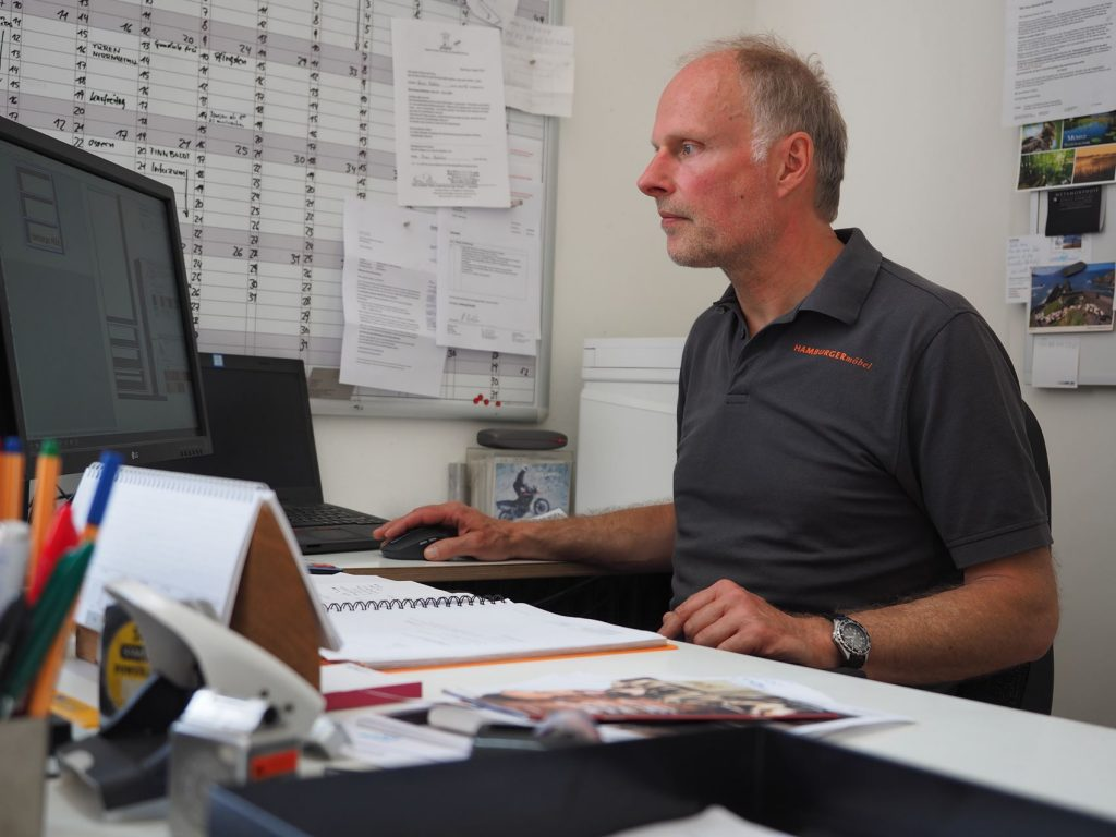 Planung eines Projekts im Büro von HAMBURGERmöbel