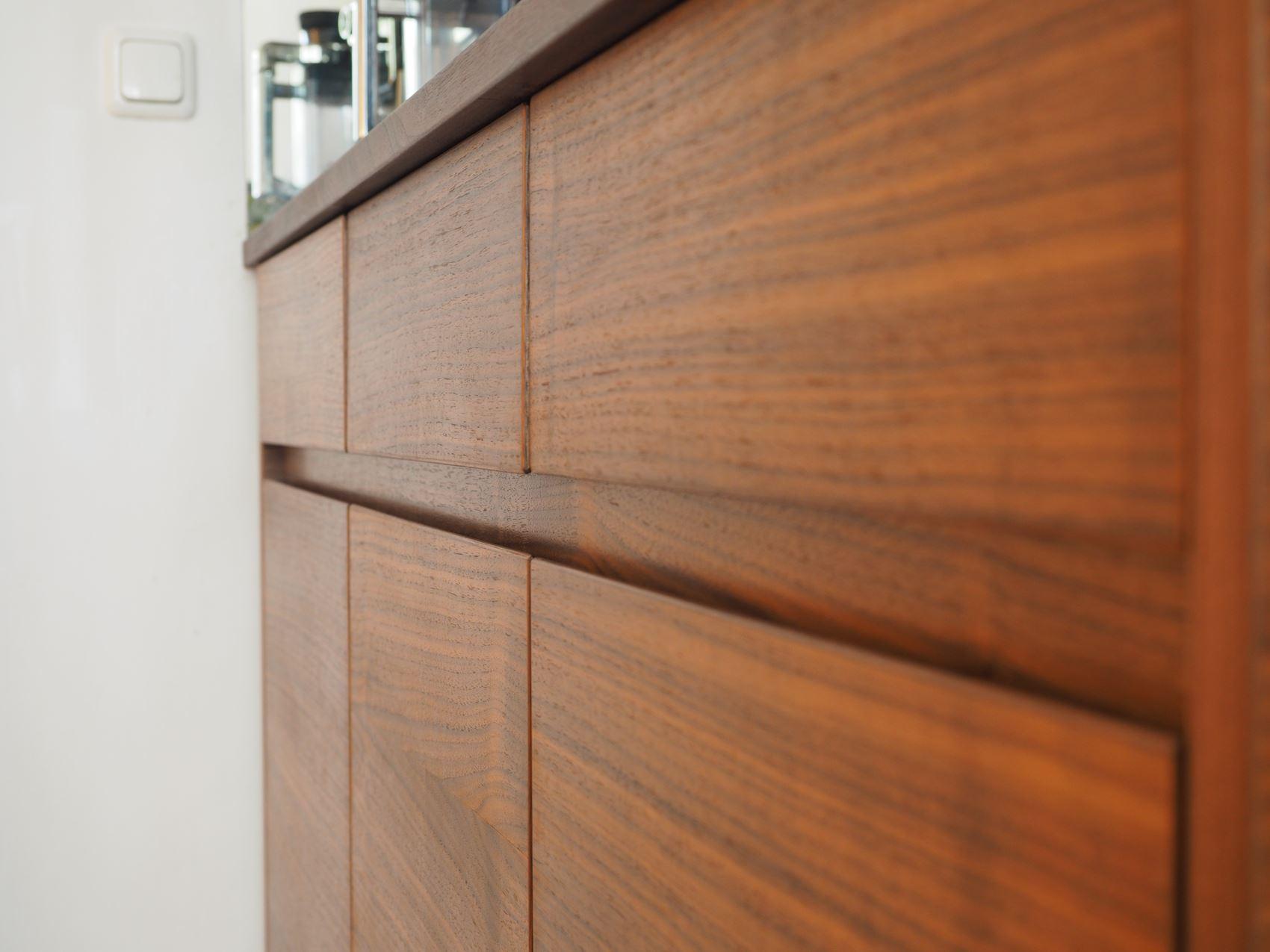 Sideboard mit Starkschnittfurnier vom Tischler in Hamburg – HAMBURGERmöbel