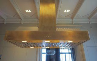 Dunstabzugshaube in Messing vom Tischler in Hamburg – HAMBURGERmöbel