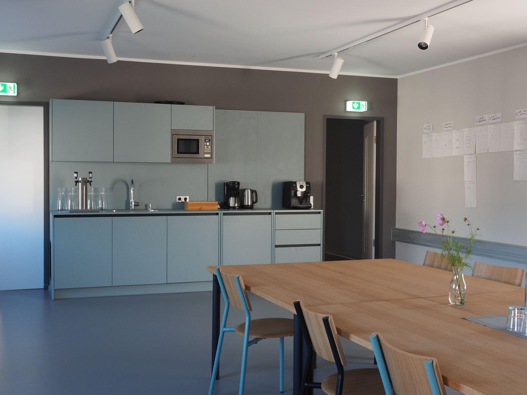 Küche Mitarbeiter Tischlerei ©HAMBURGERmöbel
